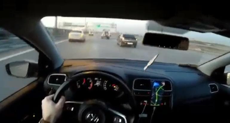 Летевшему по КАД 200 км/ч водителю-хвастуну на Volkswagen грозит лишение прав