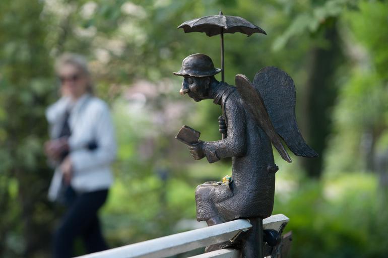 В пятницу для посетителей открылась выставка работ создателя «Петербургского ангела»