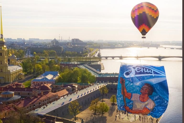 «Зенит» отмечает 95-летие: воздушный шар поднял в небо баннер в честь праздника
