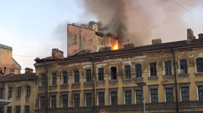 В центре Петербурга потушили пожар в заброшенном здании