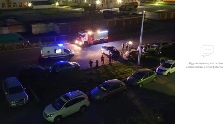На Веденеева черный Ford протаранил пять машин