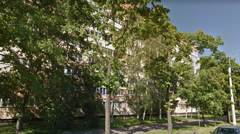 Горящую квартиру на Петергофском тушили полтора часа