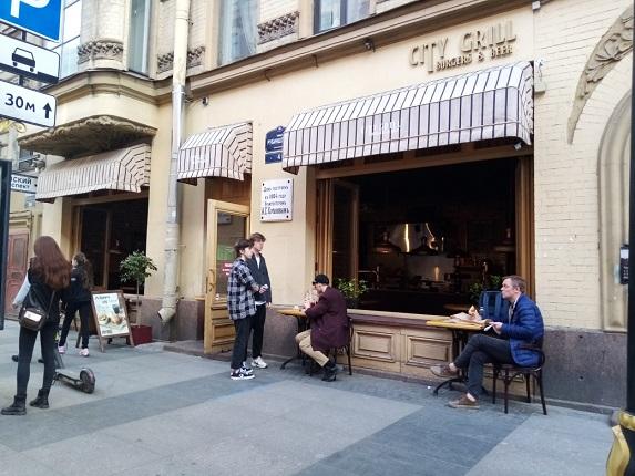 В Петербурге могут закрыться более 100 баров, горожане и рестораторы против