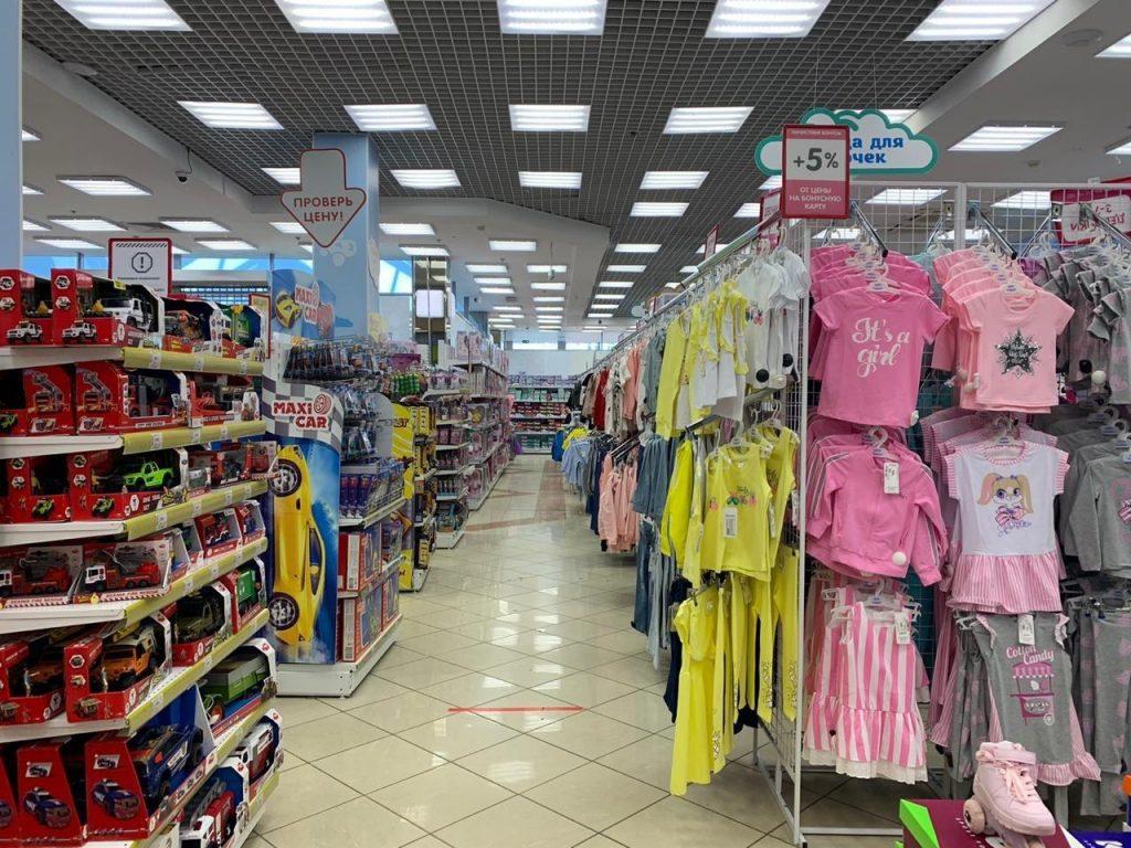 Запрет на работу торговых комплексов в Петербурге продлится до 26 июля