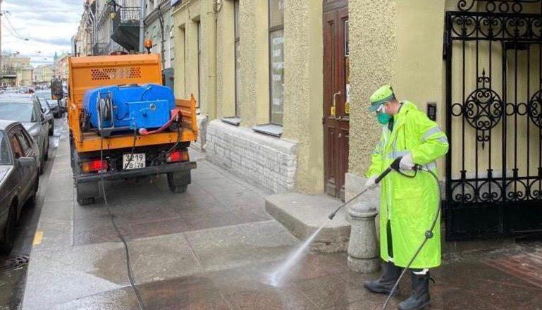 Для уборки Петербурга за неделю использовали 15 литров шампуня