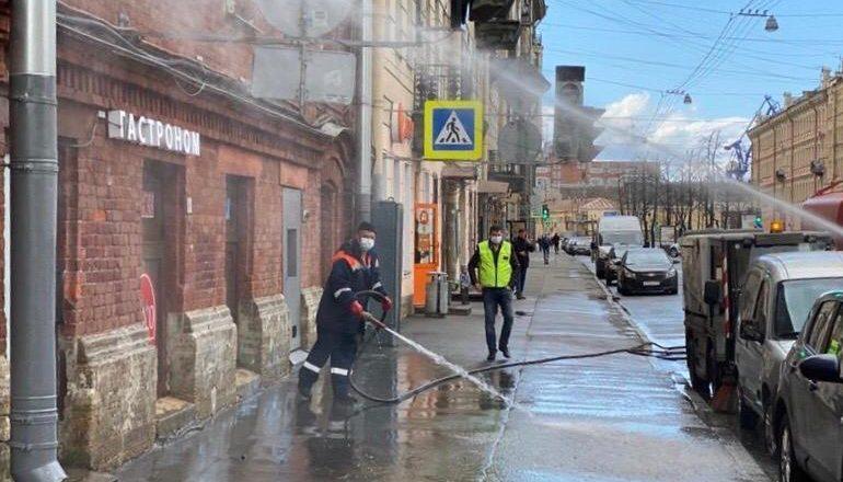 У петербургского комитета по благоустройству появилась летняя «соль»: потратили уже 88 тысяч кубометров