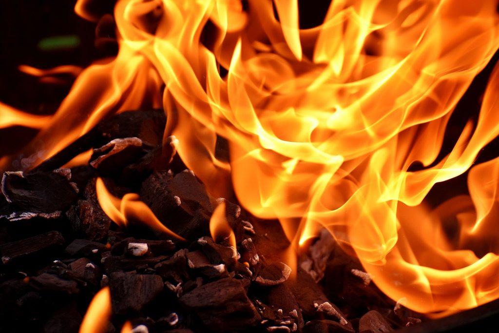 МЧС предлагает ужесточить ответственность за пожары по неосторожности
