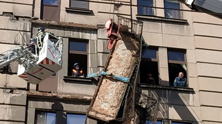 Петербургский балконопад возобновился под контролем жилищного комитета