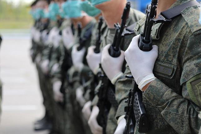 Для участия в параде военные ЗВО проходят более 7,5 км строевым шагом ежедневно