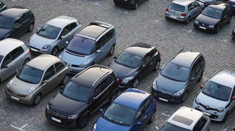 Пнул чужой автомобиль — сел на год: в Петербурге огласили приговор хулигану