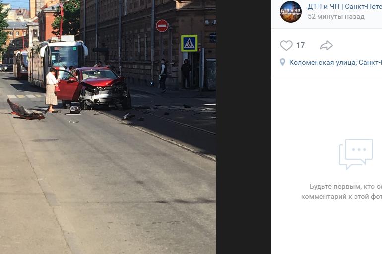 В Центральном районе массовое ДТП: побились 6 машин и встали трамваи