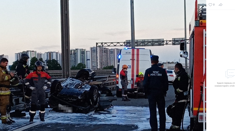 На съезде с КАД на Таллинское шоссе иномарка влетела в припаркованную Lada