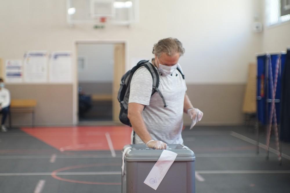 Масочный экзитпол: чиновники прогнозируют явку 76% на голосование по Конституции