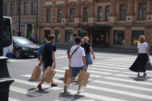 «Мойка78» показывает, как открывались непродовольственные магазины в Петербурге