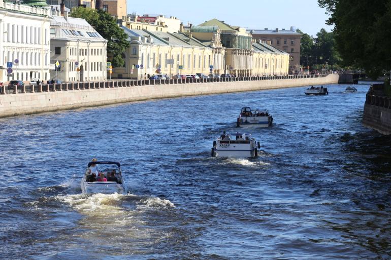 Осужденных прокатили по рекам и каналам Петербурга