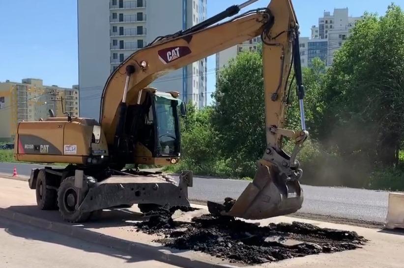 Дорожники в Ленобласти снесли незаконную парковку у «Пятерочки»