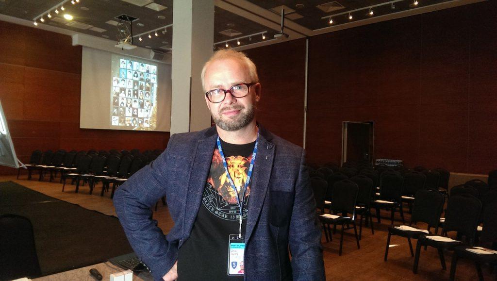 Денис Осипов, владелец сети имидж-студий: сейчас клиенты есть, но через месяц спрос упадет