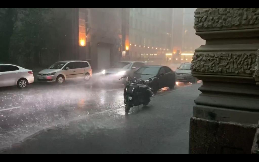 В среду на Петербург обрушатся ливни с грозами и ветром