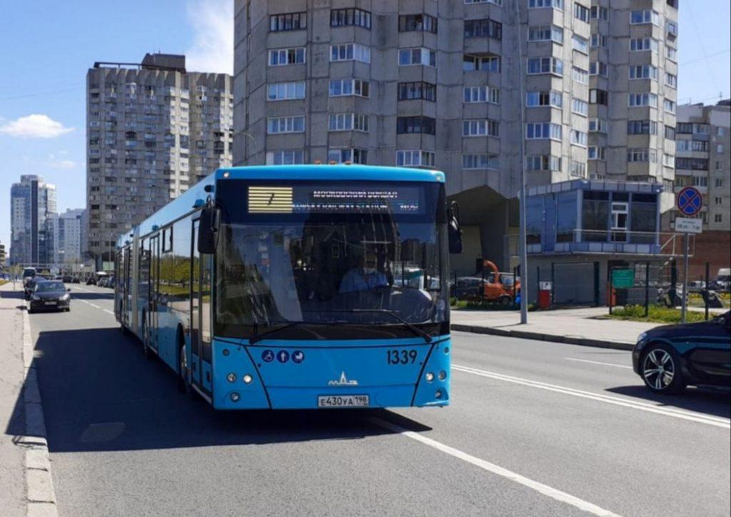 Более 200 современных автобусов начнут возить петербуржцев в этом году