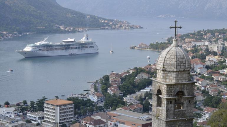 Черногория выдала первый «золотой паспорт» россиянину