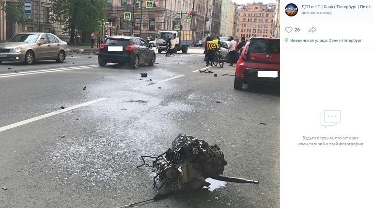 В ДТП с Volkswagen и Ferrari на Введенской погиб мужчина, двое пострадали