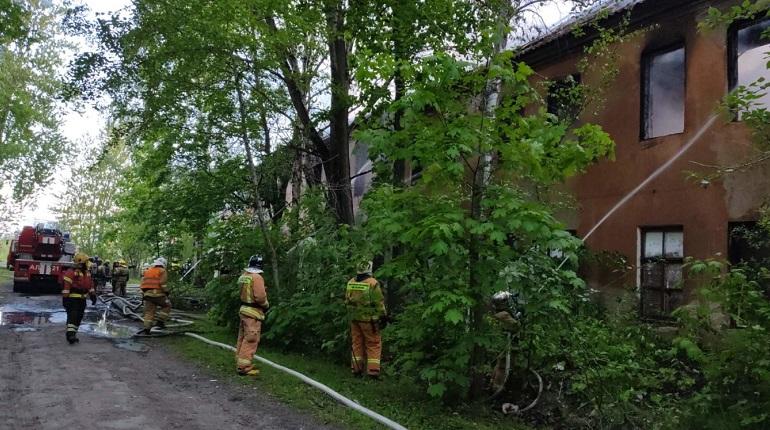 На улице Репищева спасатели ликвидировали открытое горение в заброшенном здании