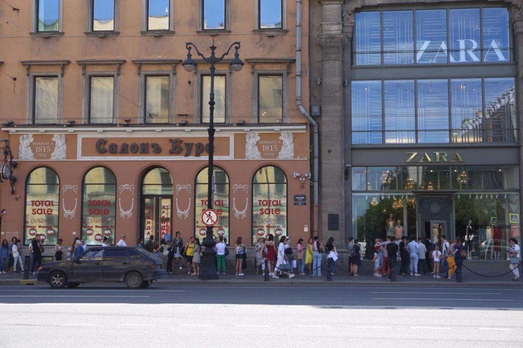 Закрытые примерочные и зеркальные торговые залы: посткарантинный шопинг стал раем для эксгибиционистов и извращенцев