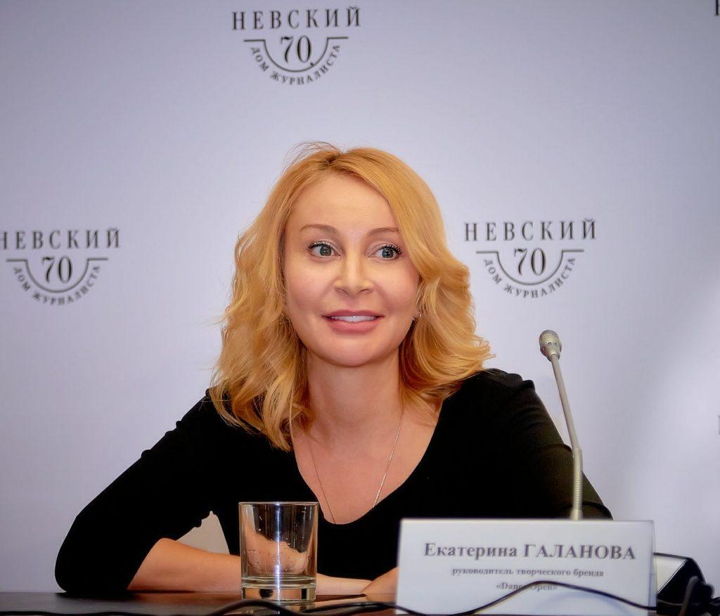 Бывшая балерина проведет День ВМФ, за 30 млн рублей ей нужно найти рок-звезд со стажем от 35 лет