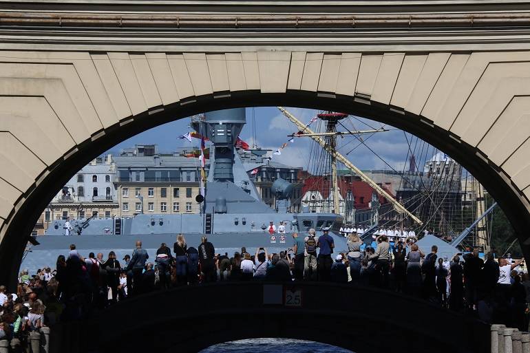 В акватории Невы началась репетиция парада ко дню ВМФ