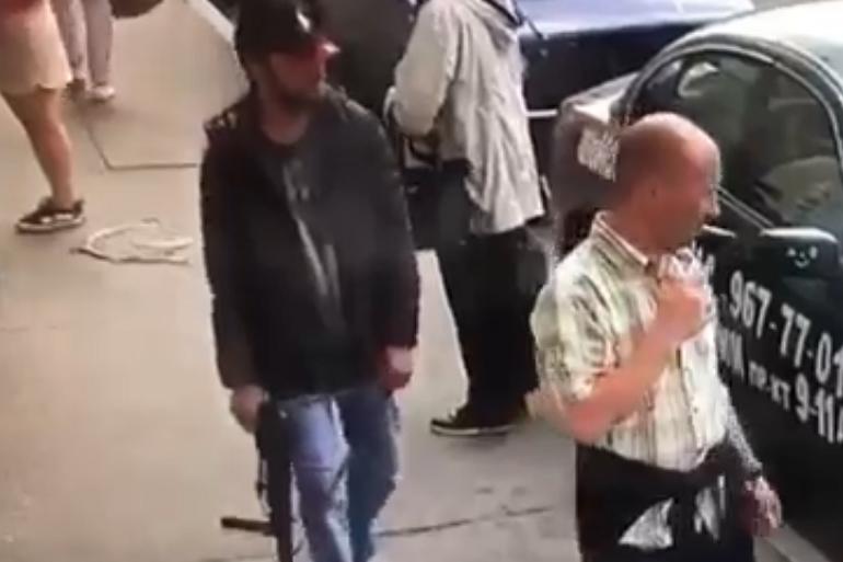 Пьяный мужчина пугал петербуржцев игрушечным автоматом на Римского-Корсакова