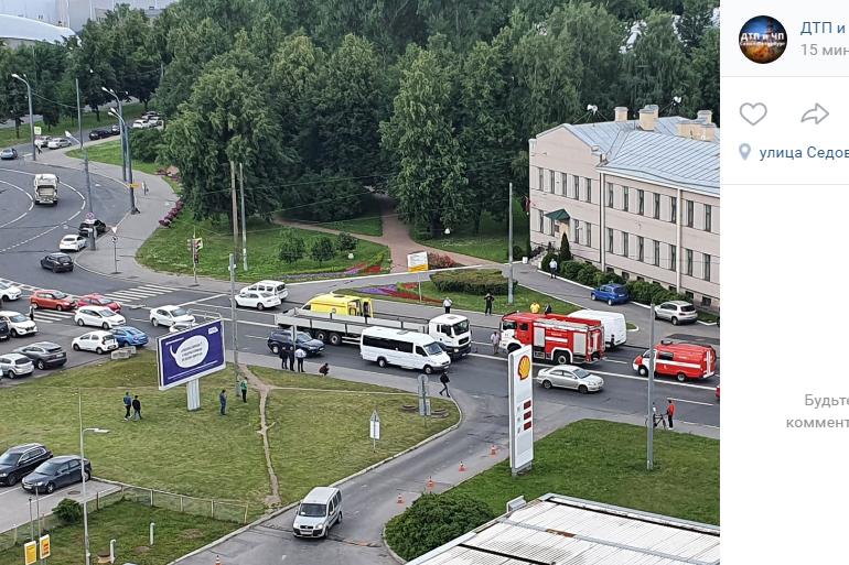Очевидцы: на Седова грузовик насмерть сбил велосипедиста