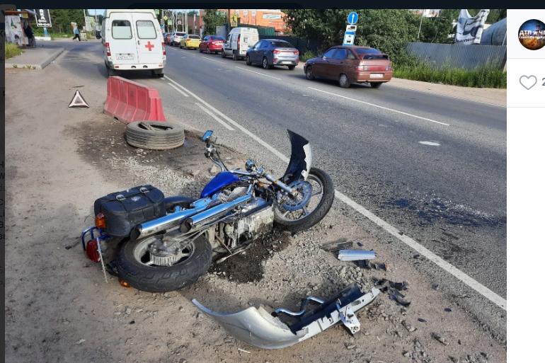 Водителя байка увезли в больницу после ДТП в Янино