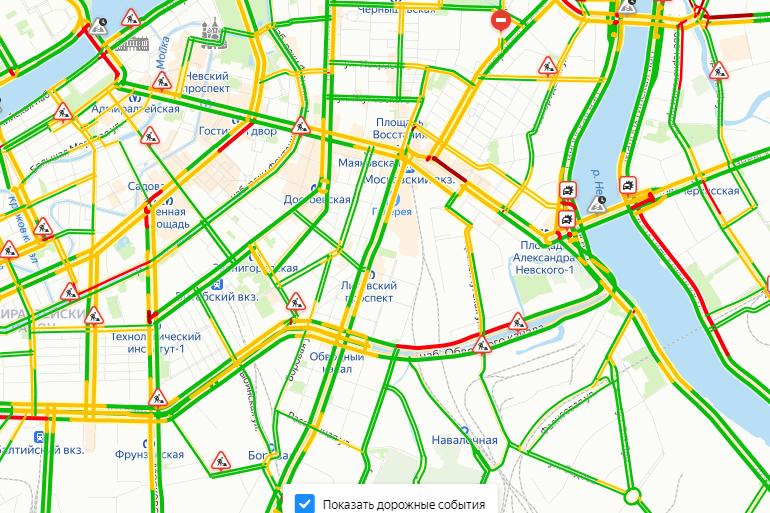 Петербуржцы едут по делам: пробки в городе оценили в 4 балла