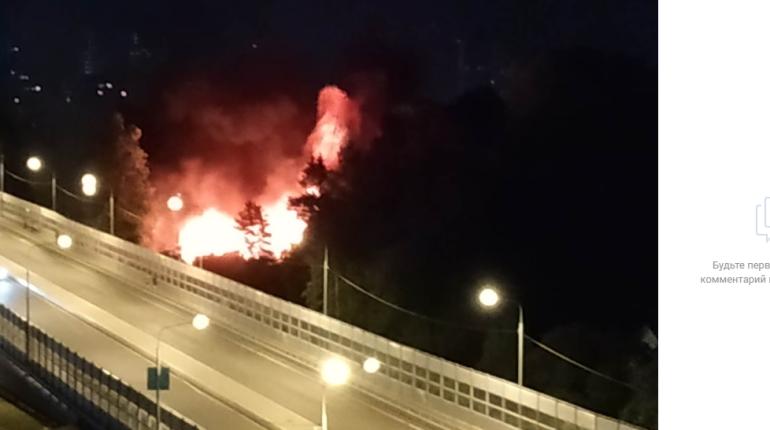 Очевидцы сообщили о взрыве и пожаре в Коломягах
