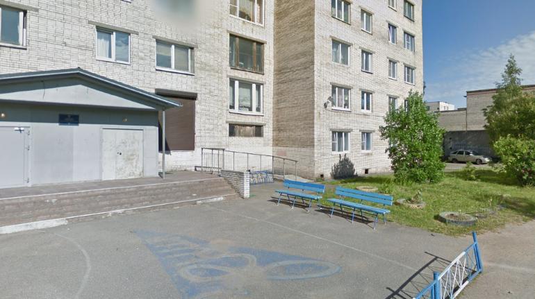 Двое лежали в крови: житель Колпино порезал сожительницу, а потом наказал себя