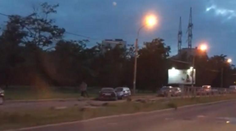 Nissan устроил полет на Орджоникидзе и усыпал дорогу осколками