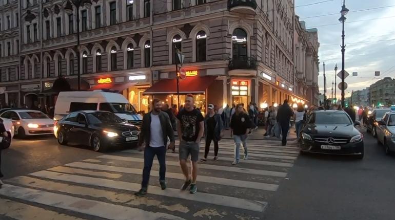 Полсотни гуляк попали в полицию с вечеринок в центре Петербурга – пришли с ОМОН