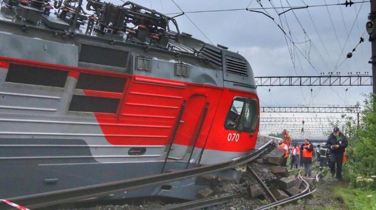 По путям у «Купчинской» запустили движение после столкновения грузовых поездов