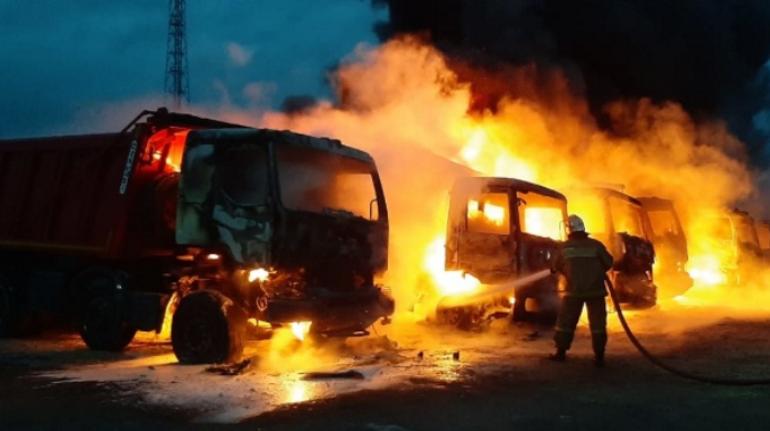 В Ленобласти полыхали семь грузовиков