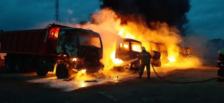 Семь сгоревших самосвалов под Гатчиной за 37 млн стали уголовным делом