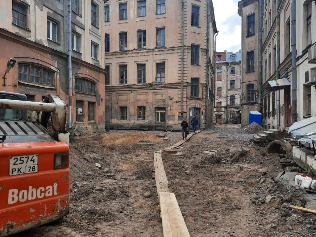 В ГАТИ остались недовольны методами благоустройства двора в Адмиралтейском районе