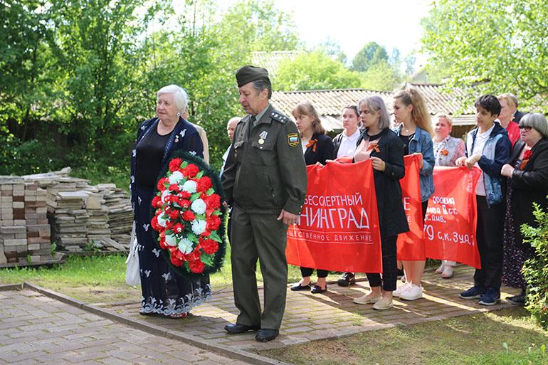 Школьники почтили память ленинградских детей, погибших при обстреле на станции Лычково