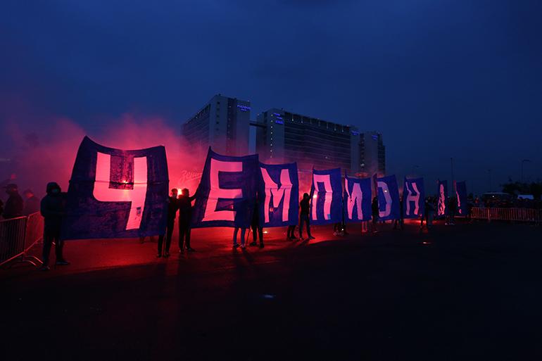 После победы «Зенита» за фанатами приглядывала полиция: фоторепортаж «Мойки78»
