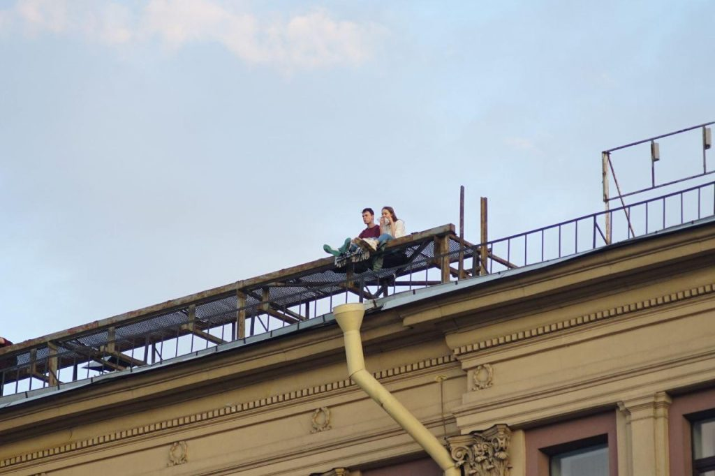 Крыши манят петербуржцев: власти пока бездействуют