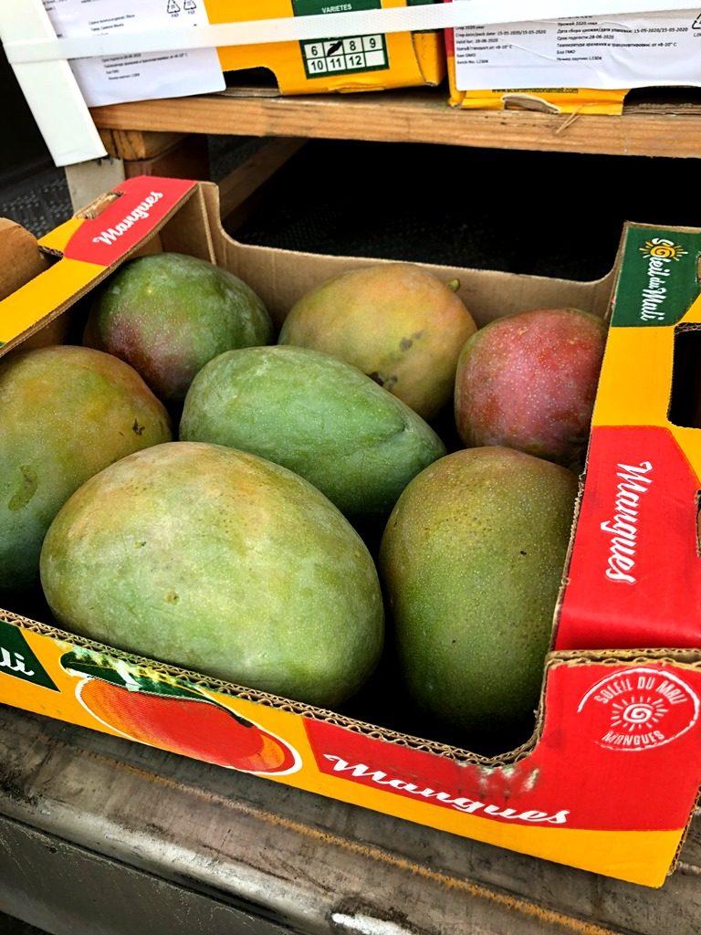 В Петербург привезли 66 тонн манго