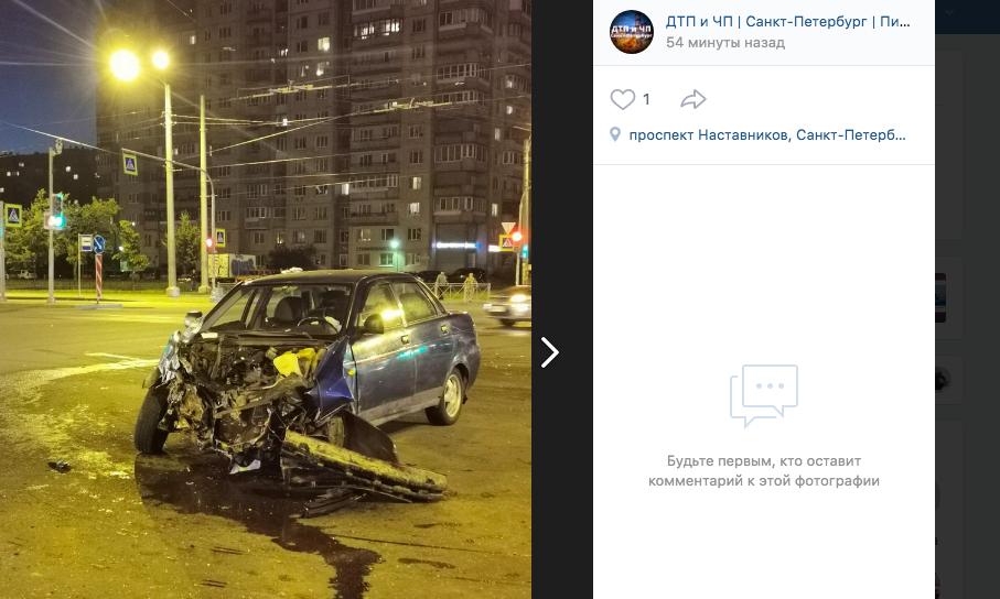 На Энтузиастов каршеринг на скорости протаранил Lada — водитель в «скорой»