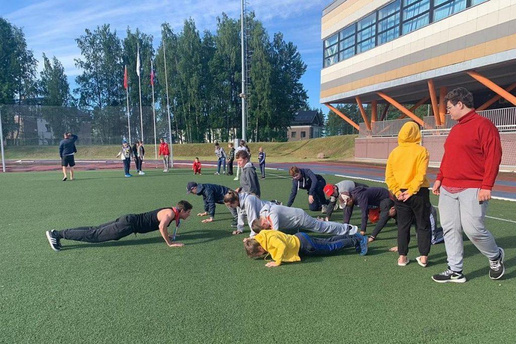 Детские лагеря Петербурга начали работу в особом режиме