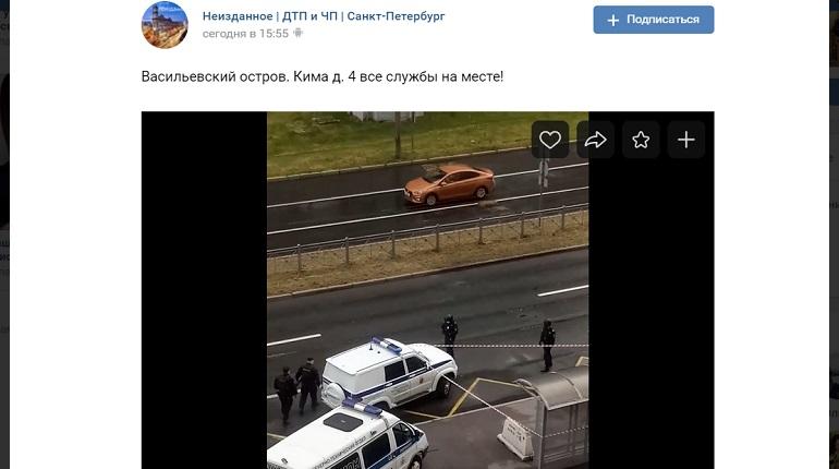 В Василеостровском районе сотрудники ОМОН оцепили автобусную остановку