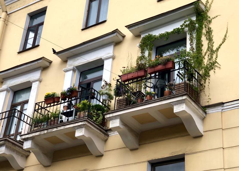 «Балконная амнистия»: петербуржцы рискуют лишиться остекления на балконах