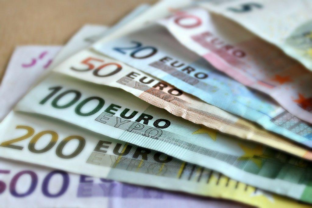 Россиянам назвали лучшую валюту для обмена до наступления 2021 года